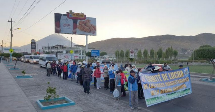 Docentes de Arequipa protestaron para que Cerro Verde pague regalías