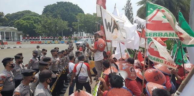 Tiba Di Istana Merdeka, Petani Simalingkar Dan Mencirim Langsung Teriakkan Tuntutan