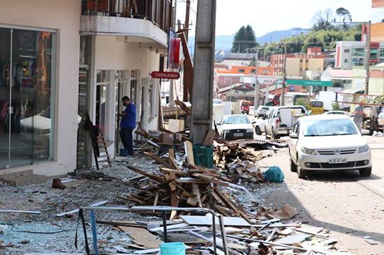 Vendaval causou destruição em Santa Catarina. Café com Jornalista