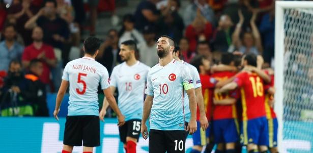 Espanha da aula e bate sem dificuldades a Turquia