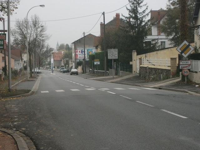 La route départementale 906 en direction de Vichy en novembre 2013.