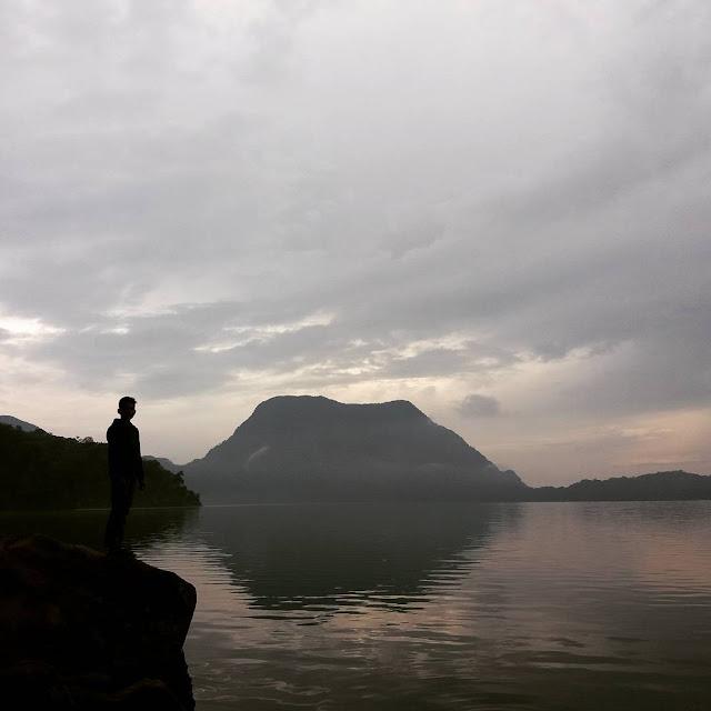 foto suasana di danau gunung tujuh jambi