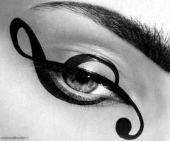 Gözlerde Nota İşaretli Makyaj