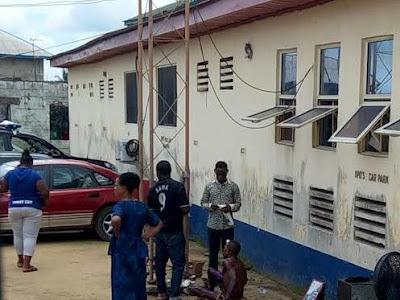 Photo: Police rescue alleged thief from being set ablaze in Calabar