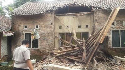 Rumah Yang Rusak Akibat Gempa