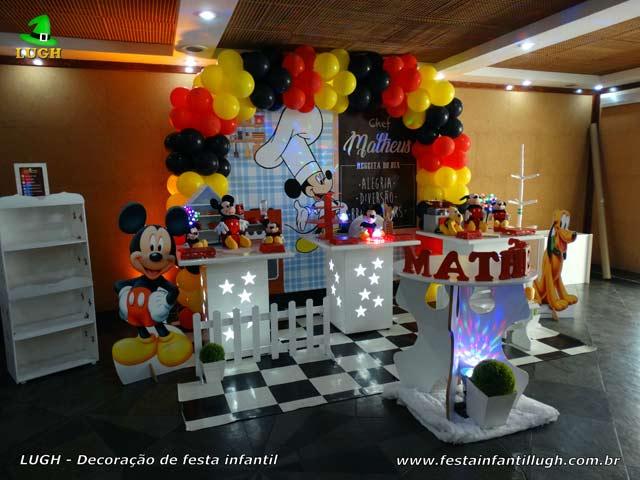 Mesa decorada com tema Cozinha do Mickey para aniversário - Decoração de festa infantil