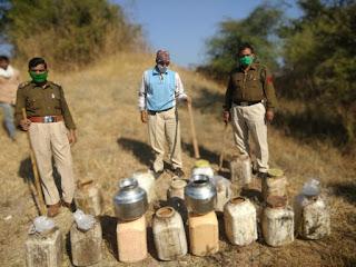 आबकारी टीम की कार्यवाही, 14 लीटर हाथ भट्टी शराब के साथ 460 किलो महुआ लहान किया नष्ट