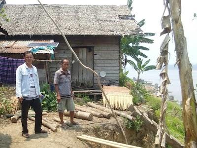 Belasan Rumah Warga Desa Mampun Terancam Longsor