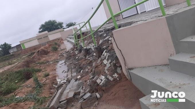 Jacobina: Parte da obra de 'estadio' recém construído desaba no distrito do Junco