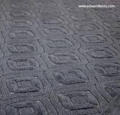 Alfombra moderna con patrón de diseño regular