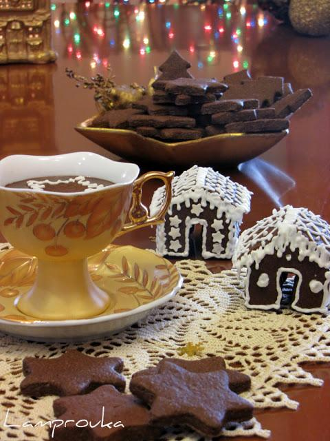 Μπισκότα σοκολάτας και πλούσιο σοκολατένιο ρόφημα.