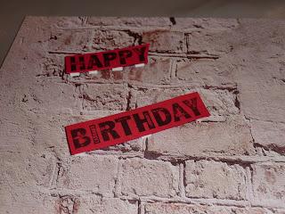 anniversaire, blanc, carte, coloriage, découpes, loisirs créatifs, noir, rouge, embossage à chaud, patouille, flèche, étoile