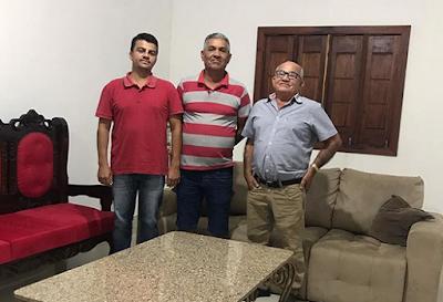 Vereador Zé Raimundo deixa grupo de Zé da Emater  e adere ao grupo do ex-prefeito Elio Marques de Alencar em Olho D'Água do Casado