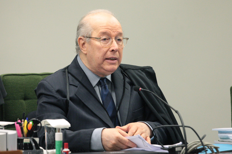 Celso de Mello arquiva pedido de apreensão de celular de Bolsonaro e do filho