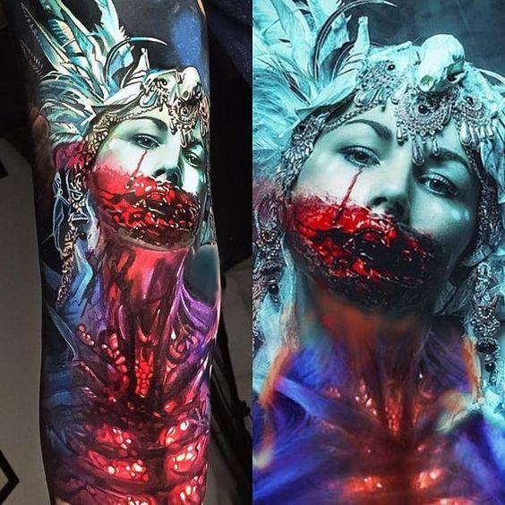 Tatuaje realista de una cara de vampira de la película Drácula