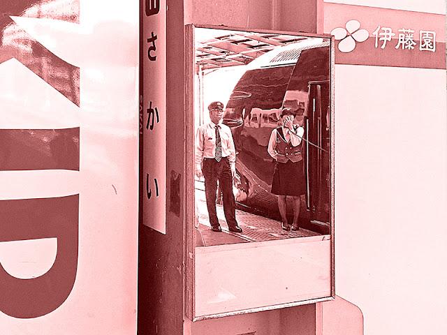 Osaka Metro JR train crew, broadcasting, Itoen Tea Vending machine