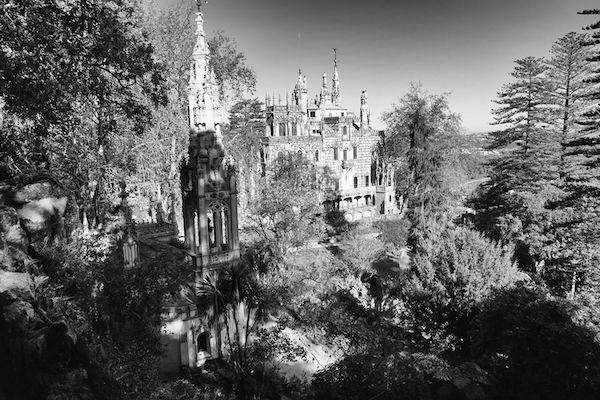 ホーンテッドマンションといった佇まいのレガレイラ宮殿