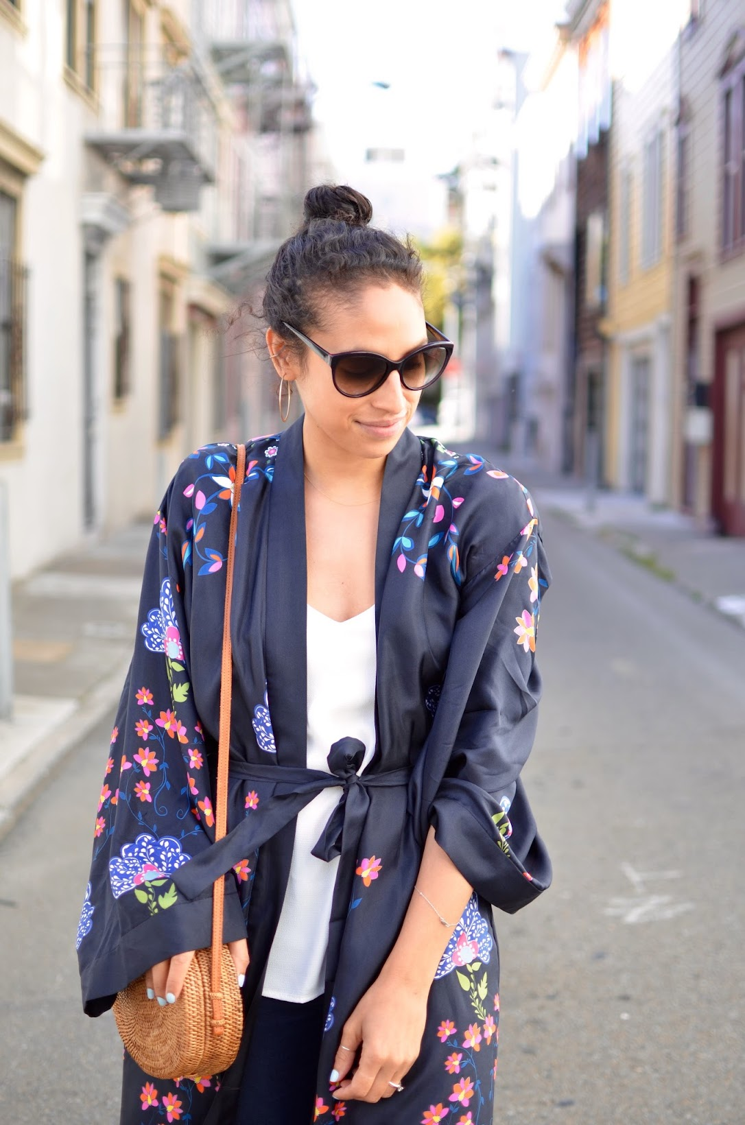 Cynthia Rowley, kimono, how to style a kimono, baket bag, round basket bag, silk kimono, Cynthia Rowley Kimono