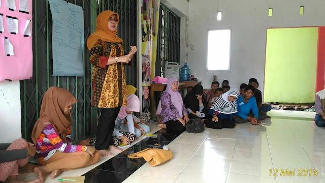 Kadis Sosnaker Padang Pariaman Dra. Gusnawati Saleh : Kurangi Pekerja Anak,  63 Orang Anak Putus Sekolah Dilatih