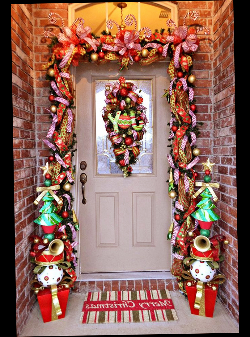 Christmas front door porch decorations ellecrafts for Antique door decoration