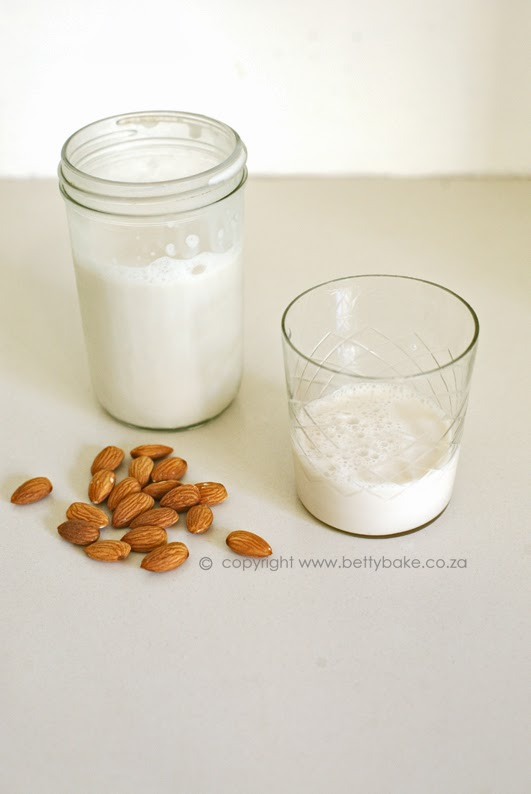 almond milk, how to, betty bake, yum, home made, dairy free, recipe