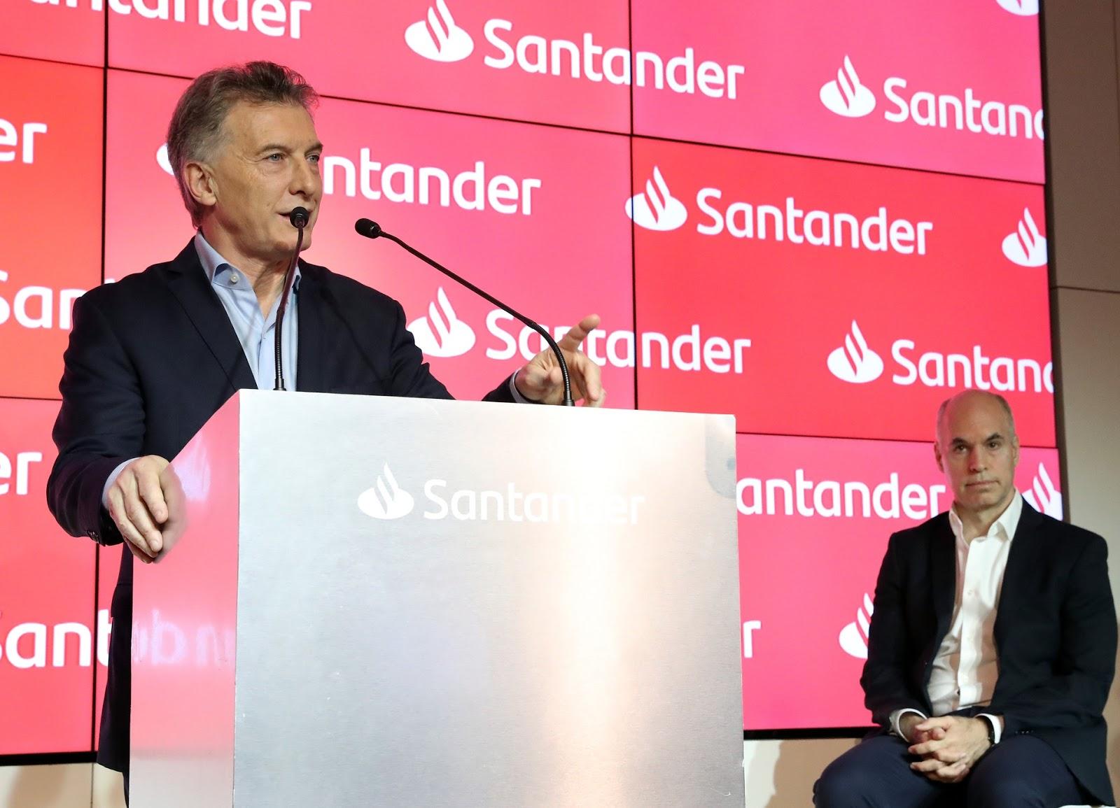 Macri participó en la inauguración de un nuevo edificio del Banco Santander
