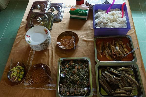 Makan siang kami bersama genpi kubu raya ke desa dabong