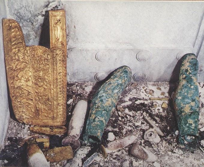 Αναφορές ευρημάτων των ανασκαφών  από  τις Αιγές και την Αμφίπολη.