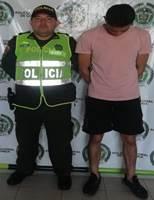Le echó la moto a un Policía y lo mandó para una clínica