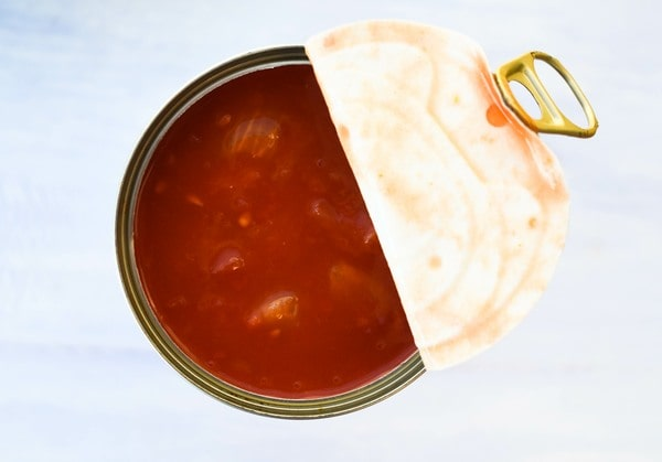 tinned tomatoes (canned tomatoes)