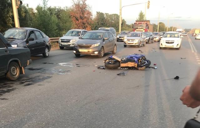 На Шакшинской дороге мотоциклист попал в ДТП