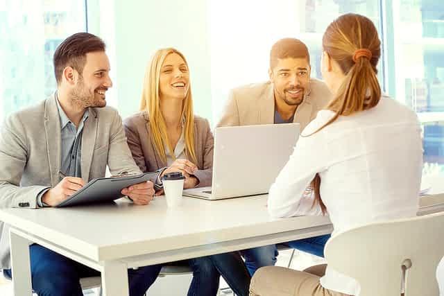 Hubungan Kepemimpinan Transformasional dengan Kinerja Karyawan