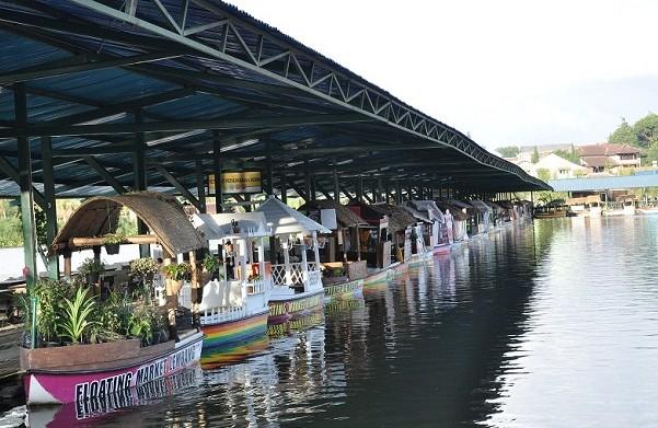tempat wisata kuliner favorit di bandung Floating Market Lembang
