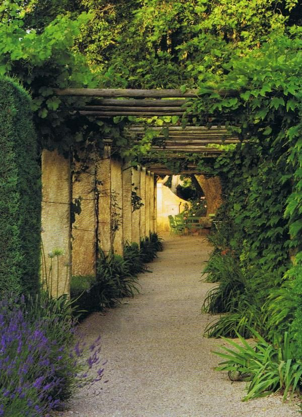 12 european country side and provencal gardens for French provincial garden designs