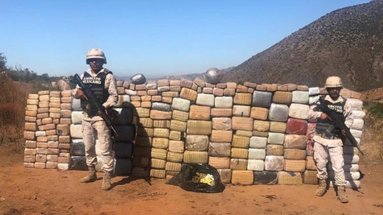 Ejercito decomisa 750 kilogramos de droga a dos sicarios en Baja California, estado que se disputan el CJNG y el Cártel de Sinaloa