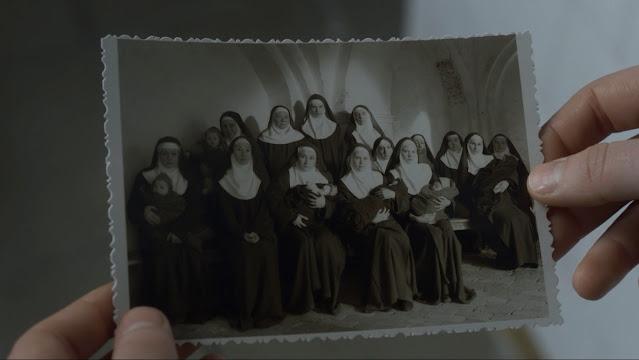 As cenas e roteiro do filme Agnus Dei mostram tanto os conflitos culturais, entre a independente francesa cética e as freiras