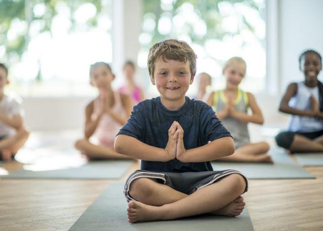 Trẻ em có thể thực hiện ngồi thiền niệm Phật tại nhà đúng cách được không?