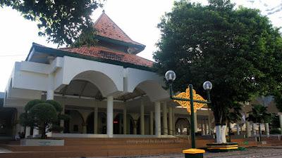 Masjid Agung Sumenep di Pulau Madura.