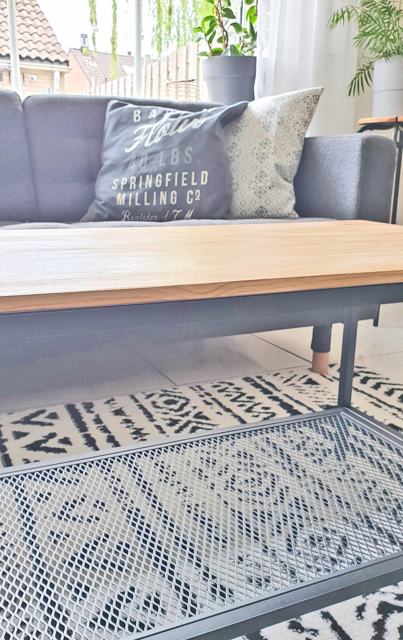 odnawianie drewnianego stołu
