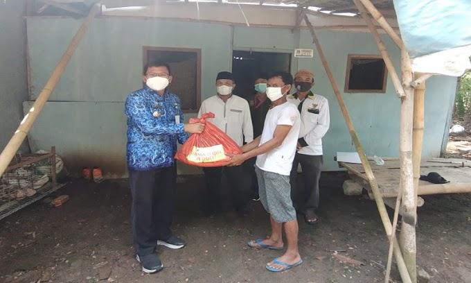Camat Mekar Baru Dampingi Ketua Baznas Kabupaten Tangerang Tinjau RTLH