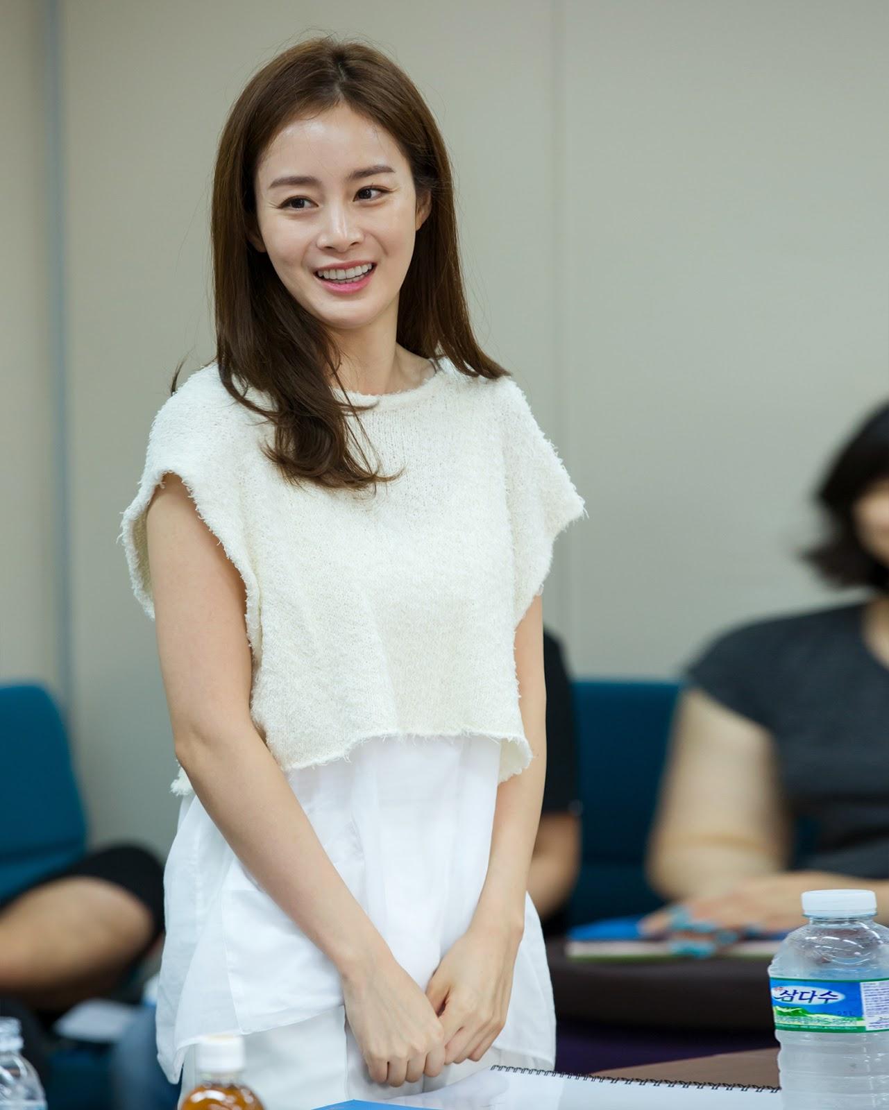 cewek manis dan seksi artis korea selatan Kim Tae Hee