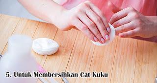 Untuk Membersihkan Cat Kuku merupakan manfaat lain hand sanitizer