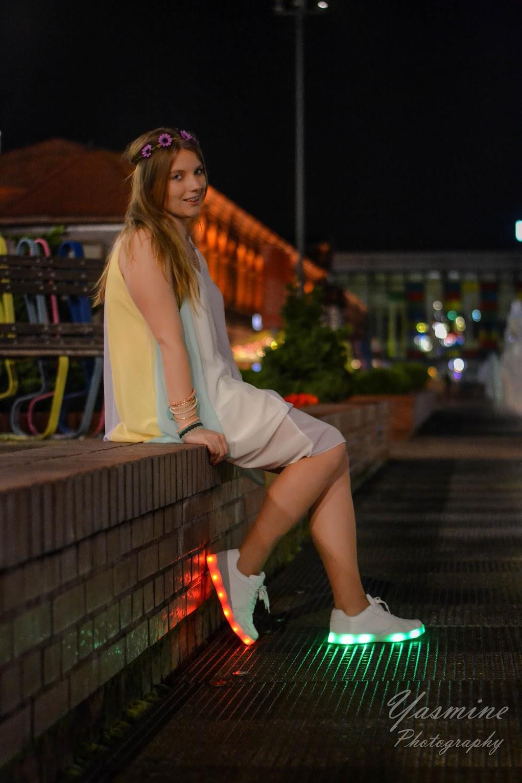 stylizacje festiwalowe ze smeakersami sneakersy disco light renee recenzja melodylaniella lookbook fashion naglowek