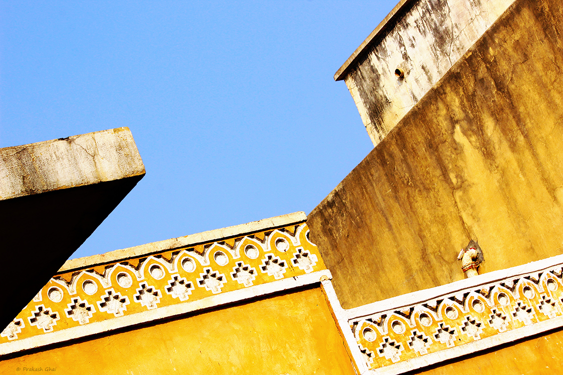 A minimalist photo of Sky high geometric lines at Jaleb Chowk Jaipur.