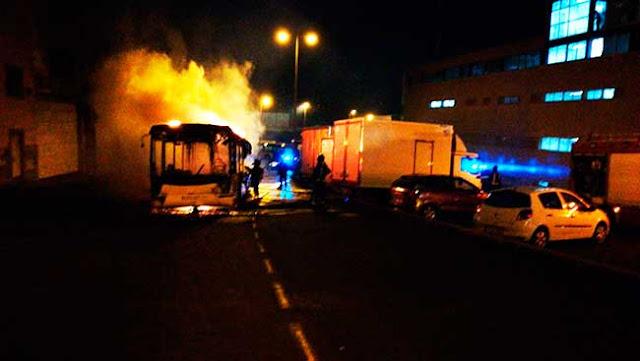 Fotos incendio guagua Las Palmas de Gran Canaria, cinco coches afectados