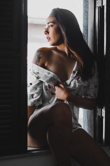 """Während sich Männer oft fragen: """"Wo sind all die geilen Frauen?"""" Frauen fragen sich, wie eine Frau Casual Sex initiieren kann. Nun, es ist Zeit aufzuhören, herumzuliegen und sich zu wundern und an den richtigen Stellen nach Ihren unverbindlichen Gelegenheitsanschlüssen zu suchen. Sie sehen, da draußen ist jemand, der nach dem gleichen sucht ... Sie müssen nur wissen, wo Sie suchen müssen.    Es gibt mehrere Orte, an denen Sie suchen müssen, wenn Sie eine NSA-Beziehung wünschen:    Online Dating Seiten Lokale Clubs Spezielle Interessengruppen Swingerclubs    Adult Online Dating (Sex Dating Seiten) ist ein großartiges Tool, um Ihre perfekte Übereinstimmung zu finden. Einige Websites sind darauf ausgerichtet, Sie mit Ihrem Seelenverwandten in Einklang zu bringen. dein ein und Alles; deine wahre Liebe für alle Ewigkeit. Aber das wollen wir nicht alle. Wenn Sie nur ein paar Stunden nach Ihrer wahren Liebe suchen, dann ist eine Online-Site für Erwachsene genau das Richtige für Sie. Wie die Songs sagen, nicht Herr. Right ... nur Herr. Right Now."""