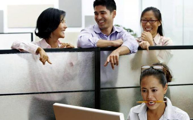5-keuntungan-tidak-terlalu-akrab-dengan-rekan-kerja