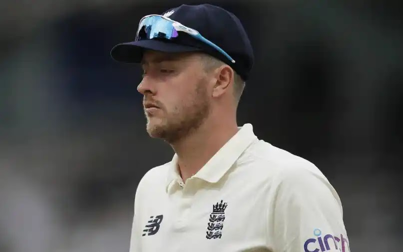 England's Fast Bowler apologizes for racist and sexist tweets