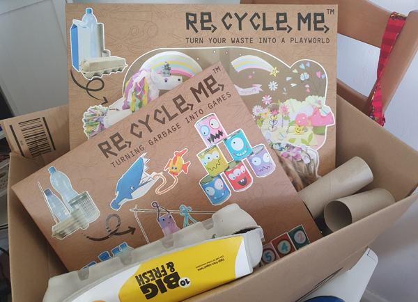 Re-cycle-me toy packages