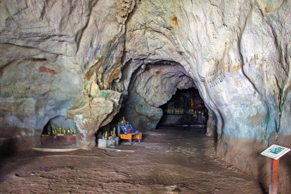 Interior Pak Ou Caves